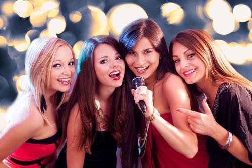 Depositphotos 18926253 s 2015 - שרים קריוקי? מהם 5 שירי העשור הגדולים ומדוע כולם שרים דווקא אותם?