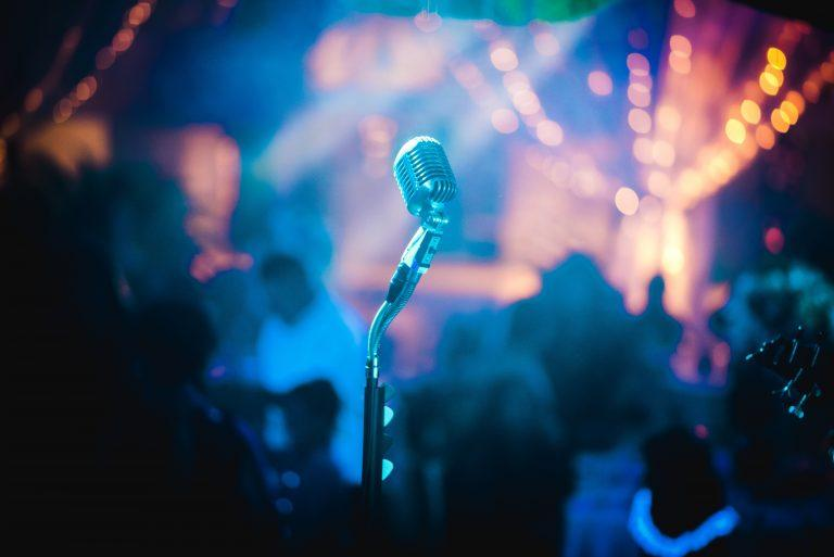 bruno cervera 408707 unsplash 768x513 - חדרי קריוקי לבני נוער וילדים לכל אירוע