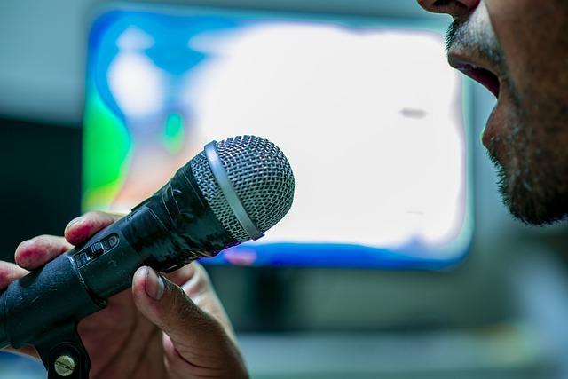 microphone 4547638 640 - מה צריך בשביל לעשות קריוקי בסלון בבית שלך?