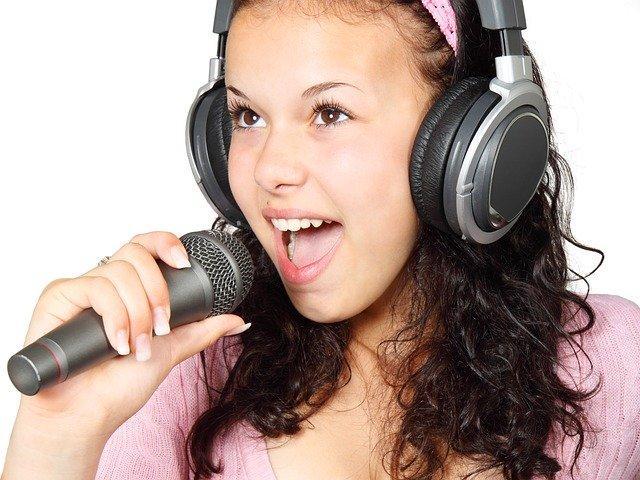 girl 15754 640 - מפעילי קריוקי לילדים או ערכת בידורית קריוקי?