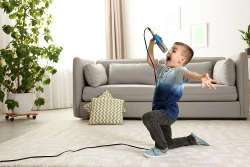 shutterstock 1336295597 - פעילות קריוקי לילדים קטנים - האם זה מתאים?